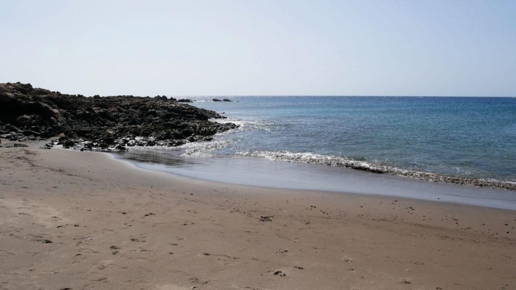 Schmucker Sandstrand im Süden von Teneriffa